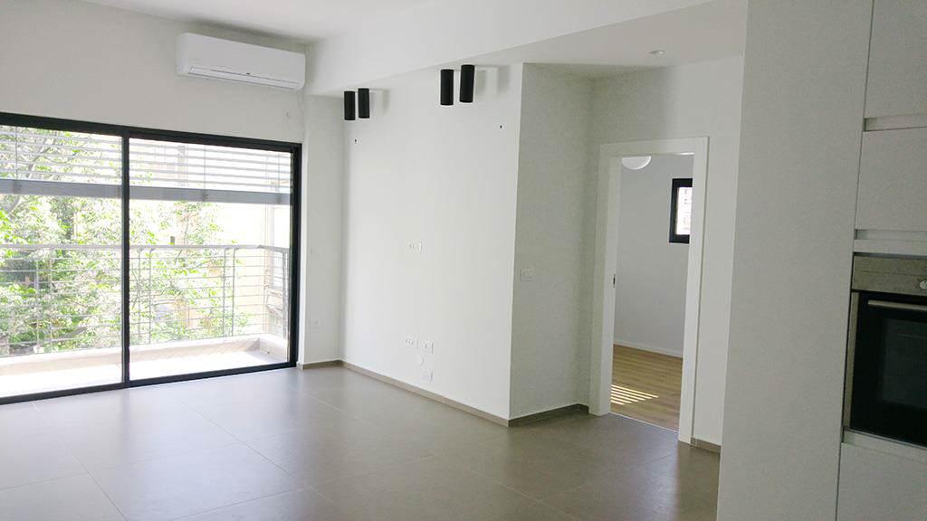 באלחריזי בקרבת גן העיר 3 חדרים משופצת אדריכלית מעוצבת כחדשה מעלית,מרפסת שמש